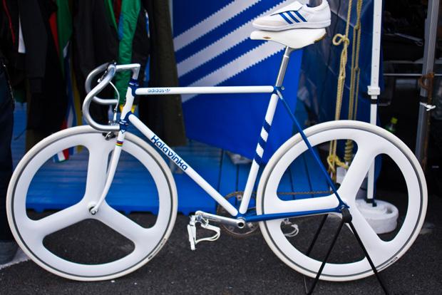 Велосипед 2011 года, называется kalavinka adidas. http...