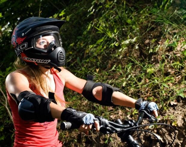 А не купить ли мне велошлем? Или велошлем и защита велосипедиста Bike-helm-620x491